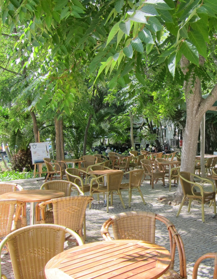 Kursstedets spiseplass i hagen