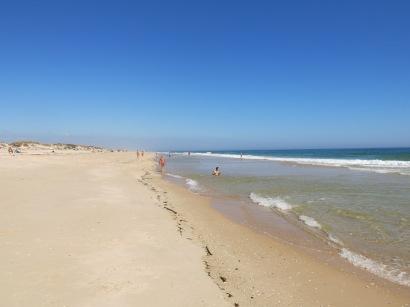 For dem som ikke var med på selve tegne- og malekurset, var det deilig å gå en halvannen times tur langs stranden og ta en båt over til Tavira derfra.