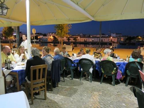 Tine Busk, tegne- og malekurs i utlandet, Portugal. Avslutningsmiddagen på fredag kveld finner sted på en god restaurant
